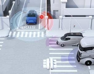 車間通信で幹線道路に合流するSUVがミニバンとの出会い頭事故を回避。コネクテッドカーコンセプトの写真素材 [FYI04646487]