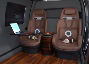 空飛ぶタクシーのインテリアイメージ。本革シートとキャビネットが備えて、移動中PCワークも可能の写真素材 [FYI04646507]