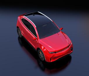 黒背景にメタリックレッドの電動SUVのイメージの写真素材 [FYI04646599]