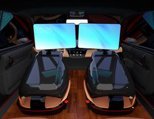 シートに収納可能な折畳式モニターでビデオ会議。自動運転車におけるワークスタイルのコンセプト提案の写真素材 [FYI04646609]