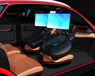 シートに収納可能な折畳式モニターでビデオ会議。自動運転車におけるワークスタイルのコンセプト提案の写真素材 [FYI04646613]