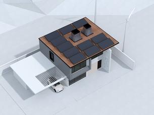 屋根にソーラーパネルが備え、風力発電機があるスマートホームのイメージの写真素材 [FYI04646617]