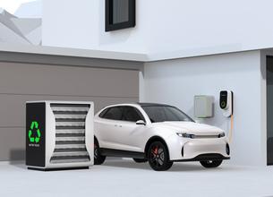 EV使用済みのバッテリー再利用リユースシステムで電気自動車や家に電力供給するコンセプトの写真素材 [FYI04646625]