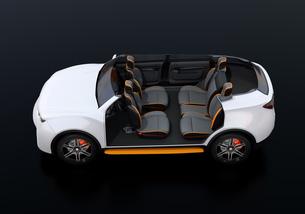 電動SUVのカットモデル。前列シートが後方に回転され、対面状態にの写真素材 [FYI04646638]