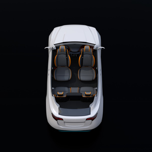 電動SUVのカットモデル。前列シートが後方に回転され、対面状態にセットしているイメージの写真素材 [FYI04646639]