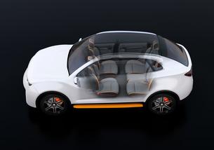 電動SUVのインテリアを透かしたイメージ。前列シートが後方に回転され、対面状態にの写真素材 [FYI04646642]