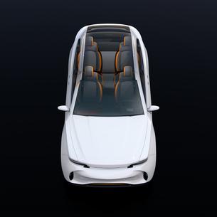 電動SUVのインテリアを透かした正面イメージの写真素材 [FYI04646643]