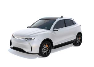 白背景にシルバー色の電動SUVのイメージの写真素材 [FYI04646644]