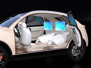 シートに収納可能な折畳式モニターでビデオ会議。自動運転車におけるワークスタイルのコンセプト提案の写真素材 [FYI04646654]