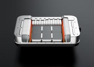 黒バックに電気自動車用バッテリーパックのカットモデルの写真素材 [FYI04646699]