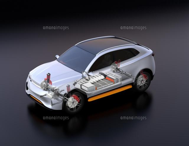 駆動部、バッテリーパックなどの部品が見える電動SUVのイメージの写真素材 [FYI04646701]