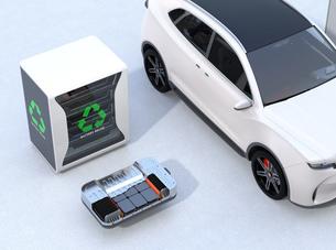 EV使用済みのバッテリー再利用システム、車用バッテリーのカットモデル、電動SUVのイメージの写真素材 [FYI04646708]