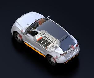 駆動部、バッテリーパックなどの部品が見える電動SUVのイメージの写真素材 [FYI04646710]