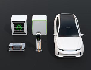 EV使用済み電池再利用システム、車用電池のカットモデル、急速充電器と電動SUVのイメージの写真素材 [FYI04646732]