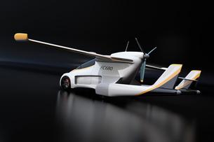 黒バックに主翼が展開したフライングカー(空飛ぶ車)のコンセプトイメージの写真素材 [FYI04646770]