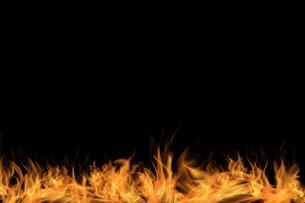 炎と黒背景の写真素材 [FYI04646825]