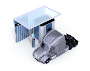 白バックにソーラーパネルが備える水素ステーションに水素ガス充填中のトラックのイメージの写真素材 [FYI04646842]