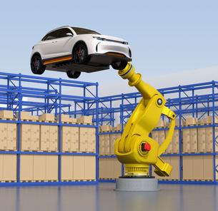 スマート工場を背景に白色SUVを運搬する大型産業ロボットのイメージの写真素材 [FYI04646888]