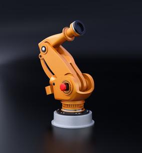 黒バックにオレンジ色の大型産業用ロボットのイメージの写真素材 [FYI04646945]