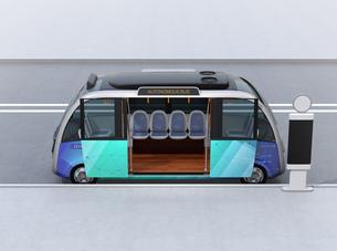 自動運転バスのイメージ。共通プラットフォームで多車種展開可能なコンセプトの写真素材 [FYI04646952]