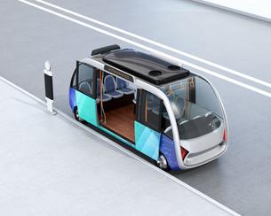 自動運転バスのイメージ。共通プラットフォームで多車種展開可能なコンセプトの写真素材 [FYI04646955]