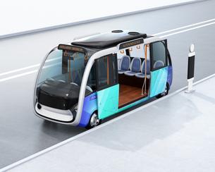 自動運転バスのイメージ。共通プラットフォームで多車種展開可能なコンセプトの写真素材 [FYI04646956]