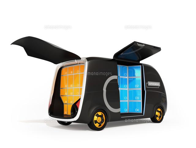 利用者がロボット配送車の宅配ボックスに荷物を受け取るコンセプトイメージの写真素材 [FYI04646962]
