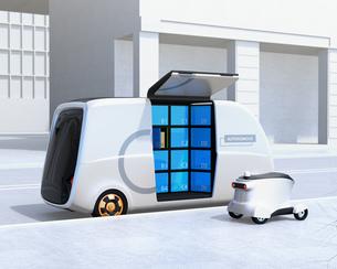 路側帯に停車中のロボット配送車と配達ドローンのイメージ。ラストワンマイルコンセプトの写真素材 [FYI04646980]
