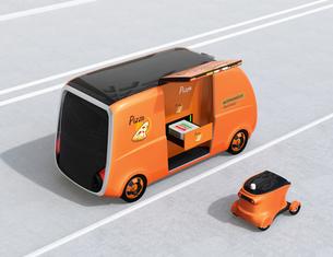 ピザ宅配無人運転ロボットカーと宅配ドローンのコンセプトイメージの写真素材 [FYI04646983]