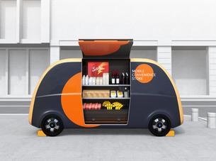 自動運転無人販売車のイメージ。商品棚にモバイル決済用タッチパネルが備えており、収納可能なのぼり旗付きの写真素材 [FYI04647002]