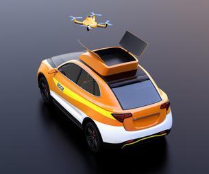黒バックに災害救助SUVから離着陸している捜索ドローンのコンセプトイメージの写真素材 [FYI04647026]