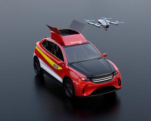 黒バックに災害救助SUVから離着陸している捜索ドローンのコンセプトイメージの写真素材 [FYI04647032]