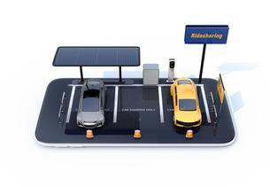 スマートフォンにソーラーパネル、充電設備完備の駐車場。カーシェアリングのコンセプトの写真素材 [FYI04647052]