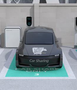 カーシェアリング専用駐車場に充電している電気自動車の正面イメージの写真素材 [FYI04647069]