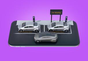 マートフォンにカーシェアリング専用駐車場にある電気自動車のイメージの写真素材 [FYI04647082]