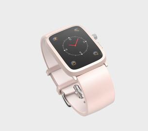 グレイ背景にピンク色のスマートウォッチの写真素材 [FYI04647110]