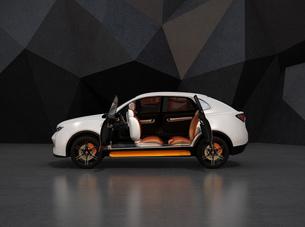 電動SUVのインテリアイメージ。前列シートが後ろ向きに回転され、対面コミュニケーション可能の写真素材 [FYI04647118]