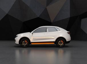 黒いポリゴン背景にパールホワイトの電動SUVの側面イメージの写真素材 [FYI04647124]