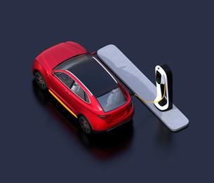 急速充電ステーションに充電している電動SUVのアイソメイメージの写真素材 [FYI04647131]