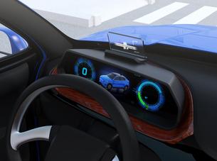 ヘッドアップディスプレイがある電動SUVのダッシュボードのイメージの写真素材 [FYI04647176]