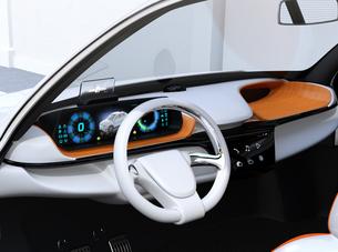 ヘッドアップディスプレイがある電動SUVのダッシュボードのイメージの写真素材 [FYI04647181]
