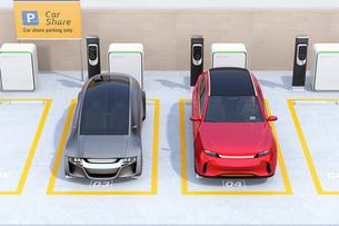 カーシェアリング専用駐車場に充電している電気自動車のイメージの写真素材 [FYI04647207]