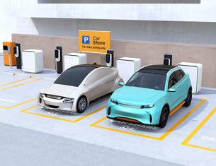 カーシェアリング専用駐車場に充電している電気自動車のイメージの写真素材 [FYI04647214]
