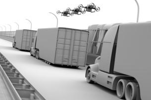 高速道路に隊列走行している燃料電池トラック、配達ドローンと空飛ぶ車のクレイレンダリングイメージの写真素材 [FYI04647238]