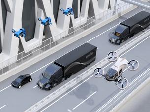 高速道路に隊列走行している燃料電池トラック、配達ドローンと空飛ぶ車のイメージ。物流コンセプトの写真素材 [FYI04647240]
