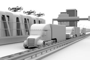 高速道路に隊列走行している燃料電池トラック、配達ドローンと空飛ぶ車のクレイレンダリングイメージの写真素材 [FYI04647245]