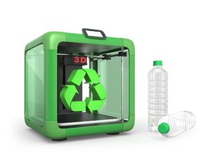 3Dプリンタとペットボトル、リサイクルマークの写真素材 [FYI04647345]