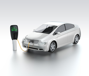 充電中の電気自動車の写真素材 [FYI04647402]