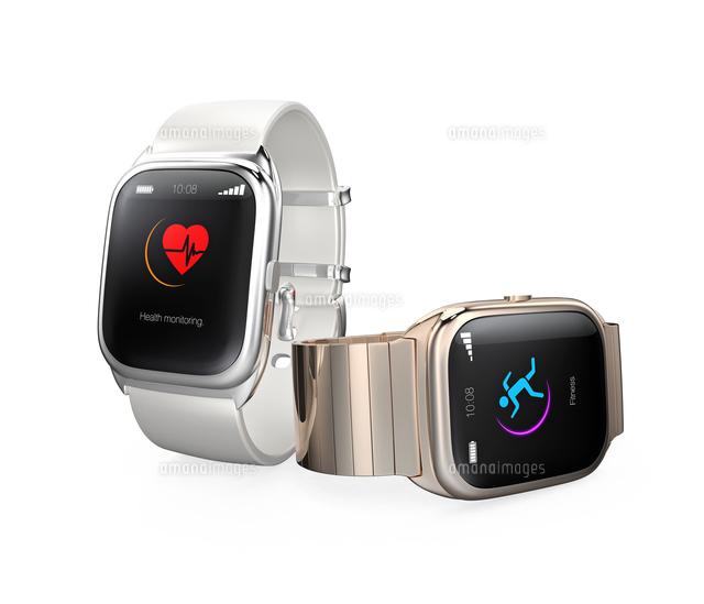 心拍数とフィットネスアプリを表示するスマートウォッチの写真素材 [FYI04647482]