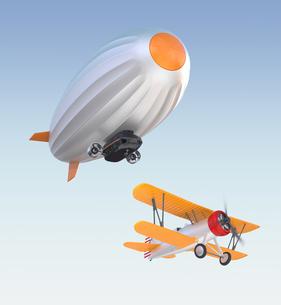 飛行船と複葉機が空を飛ぶの写真素材 [FYI04647539]